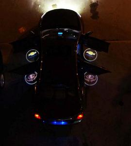 Проекторы в двери автомобиля
