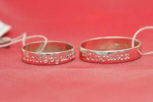 Гравировка на свадебных кольцах.