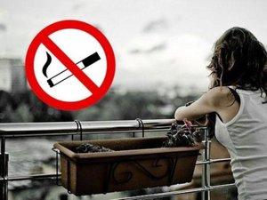 Курение на балконе может стать причиной судебных разбирательств.