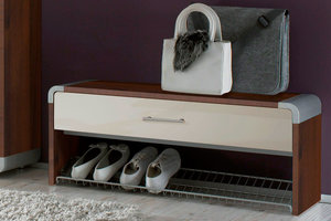 Надежная и удобная обувница для прихожей