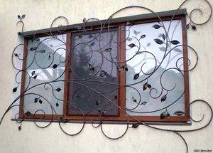 Выбираем решетки или рольставни на окна.