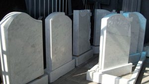 """Надгробный памятник из мрамора: ЗА и ПРОТИВ. """"Обелиск"""" - сервис на высшем уровне!"""