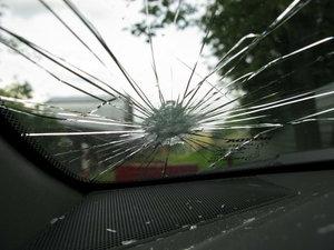 Ремонт трещин и сколов на стекле доверьте профессионалам!
