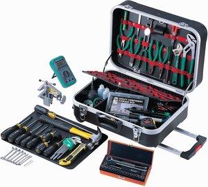 Большой выбор наборов инструментов в чемодане