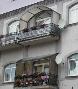 Козырьки из поликарбоната над балконом