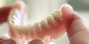 Приходите к нам, если нужен съемный зубной протез!