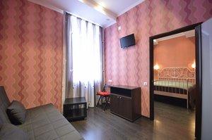 Недорогие гостиницы Кемерово – именинникам скидки в отеле «Мёd»!