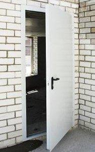 Установка противопожарной двери в Орске на частном предприятии