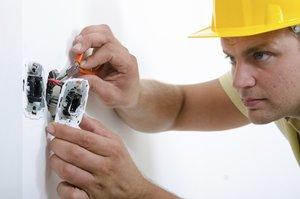 Услуги электрика в Вологде