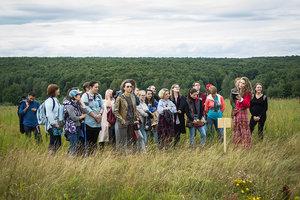 Снова в Ясной Поляне: спектакль в поле «В. м. и п. с. с. ж. н. м. м. с. и н. с»