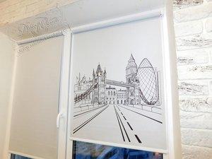 """Рулонные шторы системы """"Мини"""" с графичным рисунком Лондона, нарисованным в ручную"""