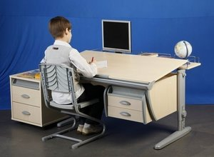 Компьютерный стол на заказ. Обращайтесь!