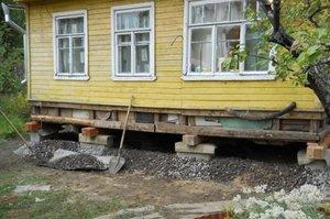 Как поднять дом: профессиональная помощь в поднятии просевших строений