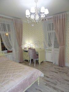 Свежие фотографии наших работ с текстильным оформлением спальни: шторы и покрывало