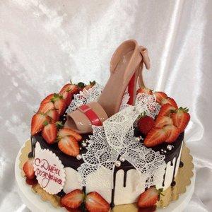 Торт Для девушки в День рождения на заказ в Вологде.