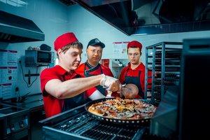 Заказывайте пиццу по телефону 500-600