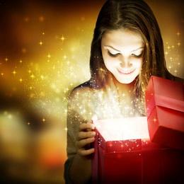 Женщины очень любят подарки!