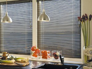 Горизонтальные жалюзи на окна разной формы