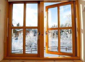 Установка деревянных окон из натурального дерева