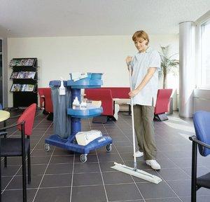 Уборка помещения силами клининговой компании: в чем преимущество перед трудом штатных уборщиц?