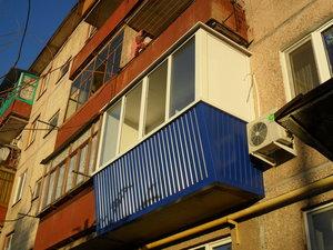Внешняя отделка балкона: сайдинг или профлист?