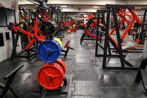 Фитнес клуб Мегаполис - стильный, с новыми тренажерами!