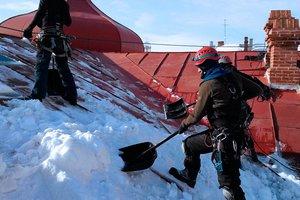 Уборка снега с крыш любых зданий в Вологде