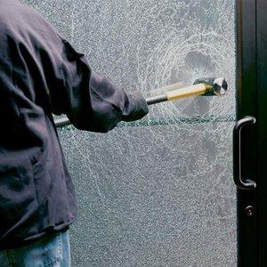 Зачем нужна защитная пленка для стекол?