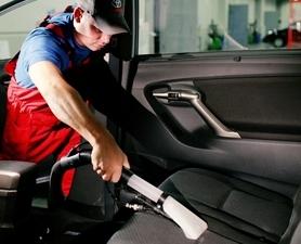 Качественная чистка авто в «АвтоТехЦентре»: скидки до 20%!