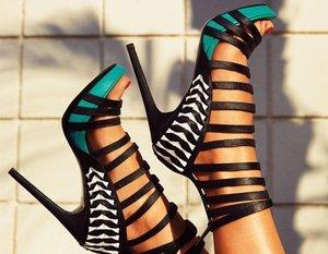 Обувь больших размеров может быть модной!