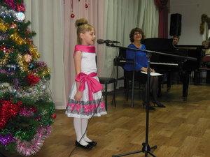 Праздничный концерт «Новогодний карнавал» на отделении сольного пения. Выступления учащихся и преподавателей были яркими, выразительными, искренними и душевными.