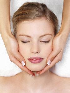 Акция в салоне красоты «EVA». Бесплатный сеанс классического массажа лица