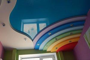 Изготовление и монтаж цветных натяжных потолков