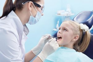 В нашей стоматологии принимает детский зубной врач. Обращайтесь!