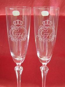 Гравировка на свадебных бокалах.