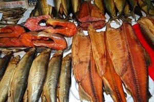 """Цех по переработке компании """"Глав рыба"""" принимает на копчение рыбу по цене 35 руб. /кг."""