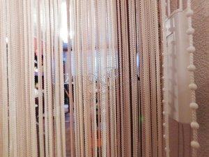Свежие фотографии наших работ с вертикальными нитяными жалюзи, установленными в дверной проем для зонирования помещения