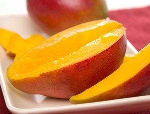 Дегустация пюре из спелого манго