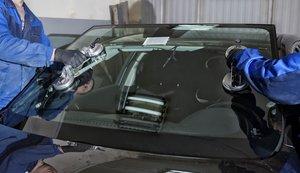 Профессиональные услуги по замене лобового стекла. Обращайтесь!