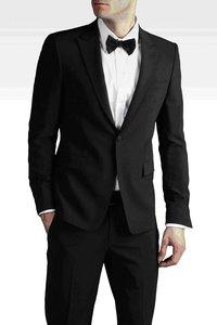 Продажа мужских брюк и пиджаков в магазине