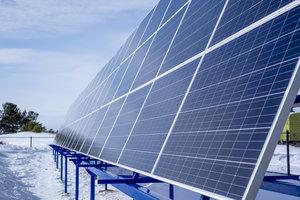 """АО """"Юграэнерго"""" Запустила первую в ХМАО-Югре промышленную солнечную электростанцию."""