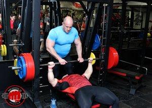 Силовые тренировки под присмотром опытных тренеров