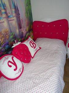 Свежие фотографии наших работ с текстильным оформлением детской: шторы, покрывало и подушки