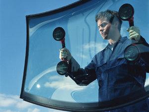 Замена лобового стекла с соблюдением всех технологий