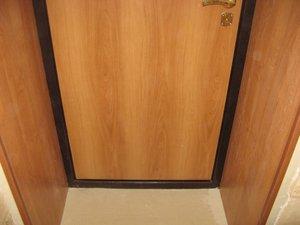 Отделка откосов дверей