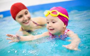 Занятия в бассейне с детьми. Порадуйте себя и своего малыша!