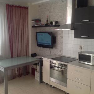 Продам 2 комнатную квартиру студия 57 кв м, пр. Шахтеров 68а