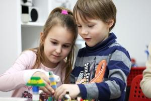 Как научиться свободно излагать свои мысли и развить мелкую моторику, собирая LEGO?