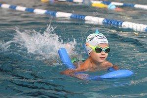 Свободное плавание для всей семьи в бассейне на Конева!
