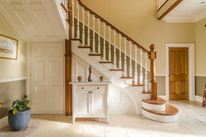 Купить деревянные перила для лестницы недорого